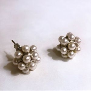Jewelry - ⭐️Pearl Cluster Studs